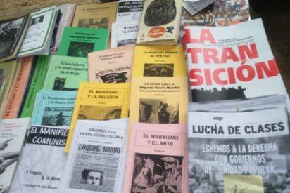 Los libros que se venden en un mitin de Podemos: desde los escritos por Pablo Iglesias a 'Homenaje a Chávez' y 'El manifiesto comunista'