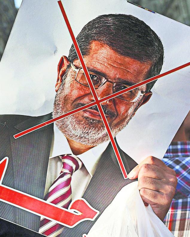 Condenan a muerte por espía al expresidente egipcio Morsi, jefe de los Hermanos Musulmanes