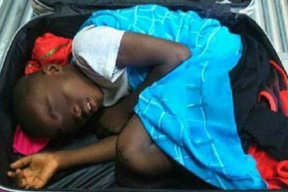 Aparece en la frontera un niño subsahariano dentro de una maleta