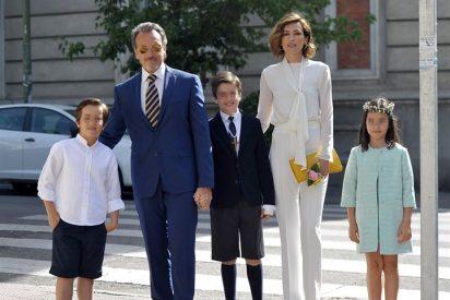 Nieves Alvárez y su marido Marco, felices en la Primera Comunión de su hijo Adriano