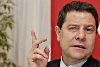 El socialista García-Page hace campaña ruin contra Cospedal con dos cadáveres