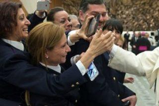 """El Papa agradece a la Policía italiana su ayuda a los inmigrantes y su lucha contra """"los traficantes sin escrúpulos"""""""