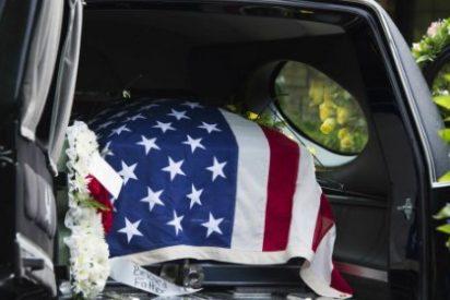 Los de la funeraria dejan 'tirado' en la calle el ataúd del veterano de guerra... ¡para irse a comer donuts!