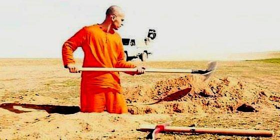 El triste prisionero sirio cava su tumba antes de ser decapitado