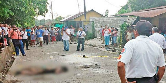"""Una turba quema viva a la sicaria que asesinó a un taxista: """"¡Más gasolina a la puta!"""""""