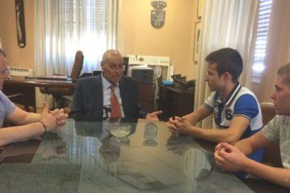 El Alcalde de Don Benito ha ofrecido una recepción oficial a dos deportistas de la localidad