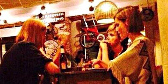 La impertinencia de un camarero republicano con la Reina Letizia cabrea a la parroquia