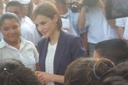 """La Reina Letizia hace """"más preguntas"""" que Doña Sofía, según el secretario de Estado de Cooperación"""