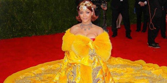 Rihanna escoge un vestido que simula una tortilla de patata para la gala de los MET 2015