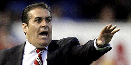 El Granada se encomienda a un nuevo entrenador para eludir el descenso