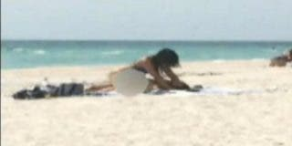 El vídeo de la pareja que tuvo sexo en la playa y que ha sido condenada a 15 años de prisión por lasciva