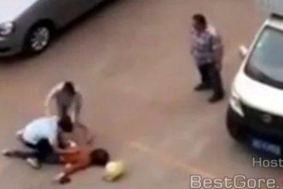 [Vídeo sin censura] Asesina a su esposa en la calle a pesar de intervenir toda una valiente