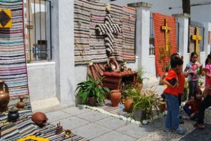 Las calles de Valencia de Alcántara se llenan para celebrar los Mayos y Cruces 2015