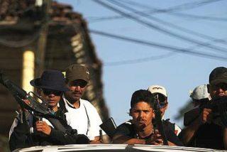 Masacre en Michoacán al asaltar el narco un convoy de las fuerzas federales: 43 muertos