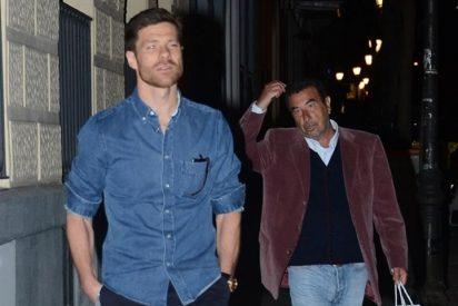 Xabi Alonso y José Luis Garci, dos buenos amigos en Madrid