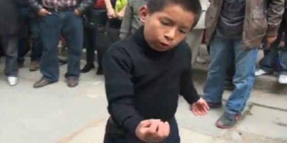 El niño que interpreta un poema de César Vallejo te hará olvidar todo lo banal