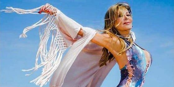 Ana Obregón da la sorpresa a sus espléndidos 60 años y vuelve a ofrecernos su posado veraniego
