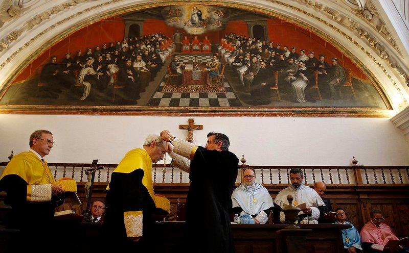 El doctor Guillén, Doctor Honoris Causa por la UPSA