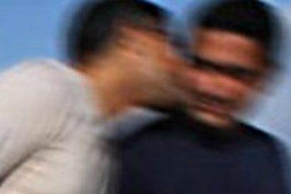 Los tribunales de Marruecos mandan cuatro meses a la cárcel a estos dos hombres por este beso