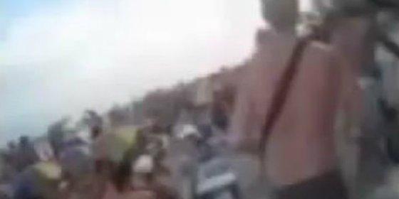 """El vídeo de los turistas canarios en el ataque de la playa tunecina: """"¡Están pegando tiros… grábalo, grábalo!"""""""