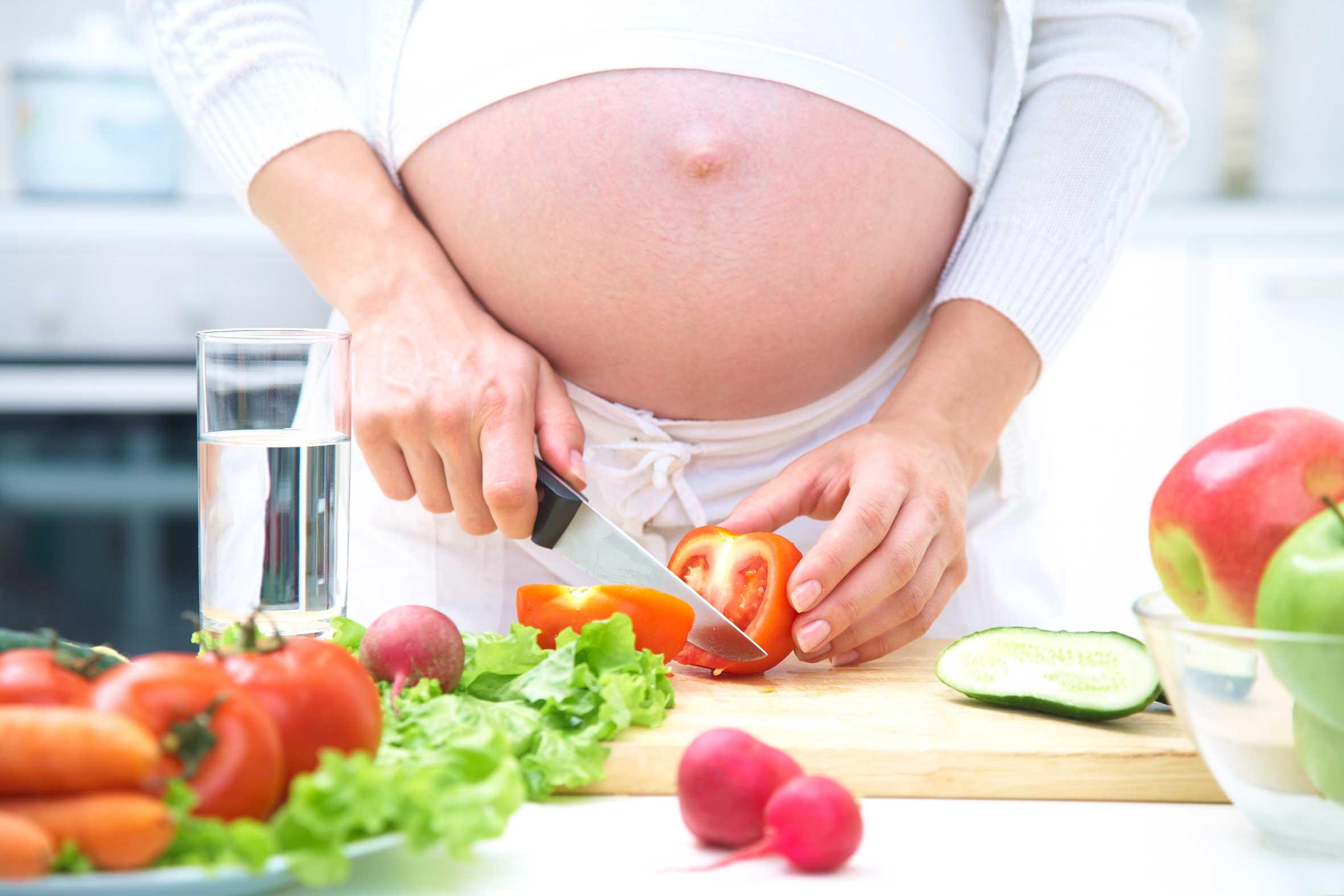 Descubren cómo afecta la dieta de la madre a la salud de sus hijos