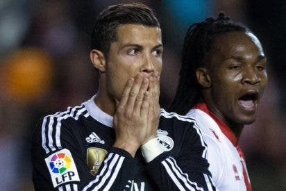 Pillan a Cristiano Ronaldo... ¡orinando en la calle!