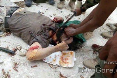 Así le cortan la cabeza unos manazas del Al Hashd al Shaabi a un asesino de Estado Islámico