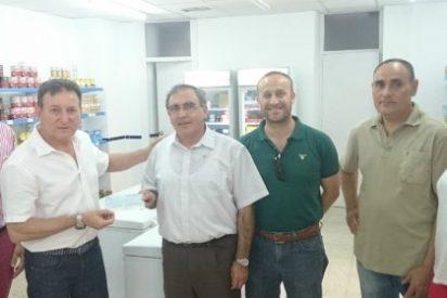 El Economato Social de Almendralejo recibe un cheque por valor de 1.005 euros