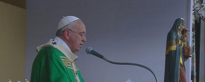"""Misa del Papa en Turín: """"Nuestros antepasados sabían bien qué significa ser roca sólida"""""""