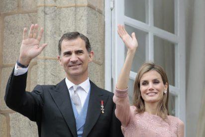 Los Reyes Felipe VI y Letizia con el Patronato de la Fundación Princesa de Girona
