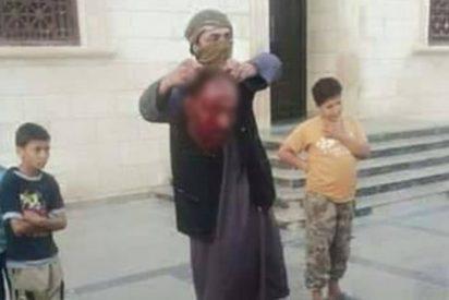 La clase del EI en un colegio para que los niños aprendan a decapitar
