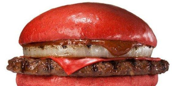 La hamburguesa roja nipona que está hecha con mucha mano izquierda
