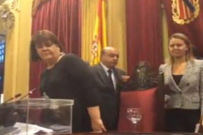 """Así recibe un colega a Xelo Huertas: """"Por el cambio de cromos. Viva la Casta"""""""
