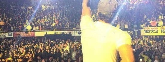 [Vídeo] Un dron hiere a Enrique Iglesias durante un concierto