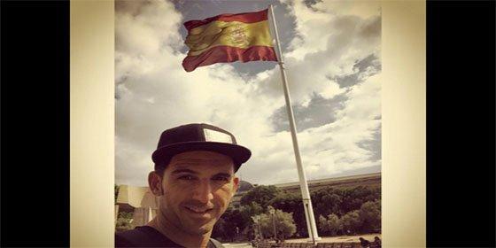 """El triatleta Josef Ajram responde a los insultos por fotografiarse con la bandera de España: """"¿En qué país de mierda vivimos?"""""""
