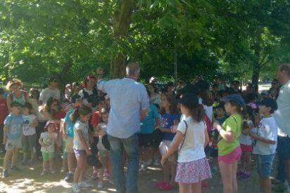 """Voluntarios de """"la Caixa"""" brindan alegría y nuevas experiencias a 150 niños y niñas de Cáceres"""
