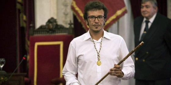 'Kichi', nuevo alcalde de Cádiz, sustituye el retrato de Juan Carlos I por el de un histórico líder anarquista