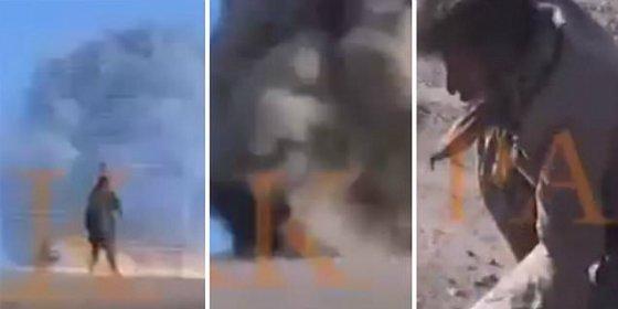 """El invencible kurdo 'con un par' a quien le alcanza de lleno una bomba del EI: """"¡Dame un arma!"""""""