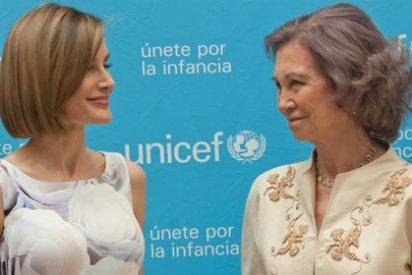 """La Reina Letizia entrega el premio UNICEF a la Reina Sofía: """"Me lo has puesto muy difícil"""""""