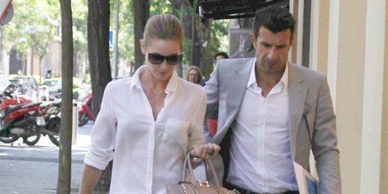 Luis Figo y Helen Swedin pasean por Madrid