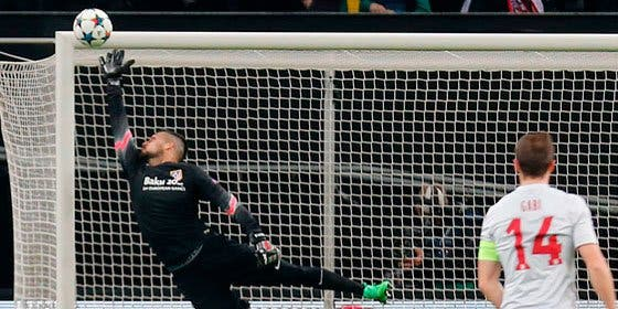 Una oferta del Oporto le hace dudar sobre su continuidad en el Atlético