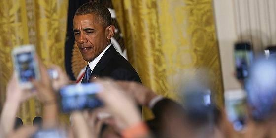 """Con estas formas se encara Obama con un transexual: """"Usted está en mi casa, no es respetuoso"""""""