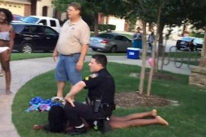 El vídeo de la violenta carga policial en una fiesta 'pasada por agua' que calienta el conflicto racial