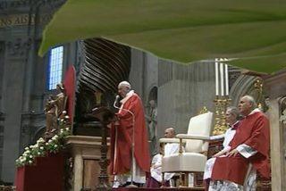 """Francisco: """"La Iglesia no es del Papa, de los obispos, de los sacerdotes, ni siquiera de los fieles, es de Cristo"""""""