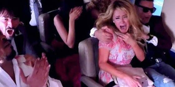[Vídeo] Paris Hilton, 'a punto de morir' a bordo de un avión con muchos cachondos
