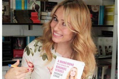 Patricia Conde se da un baño de masas en la Feria del Libro