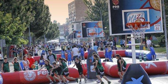 Badajoz vibra con Plaza 3x3 en el XIX Día del Minibasket