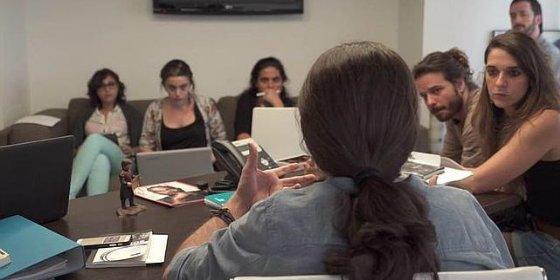 El vídeo que descubre un extraño fetiche presidiendo el despacho de Pablo Iglesias