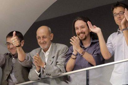 Miembros de Ahora Madrid mandan callar a los podemitas del balcón en la investidura de Carmena