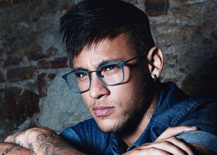Neymar asegura que es un doble y no él al que han pillado fumando